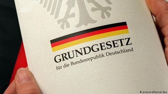 Symbolbild Verfassung Grundgesetz Deutschland