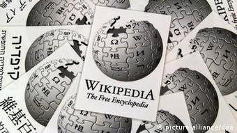 ویکیپدیا برای اولین بار در عمر بیش از ۱۰ ساله خود اعتراضی نمادین کرده است