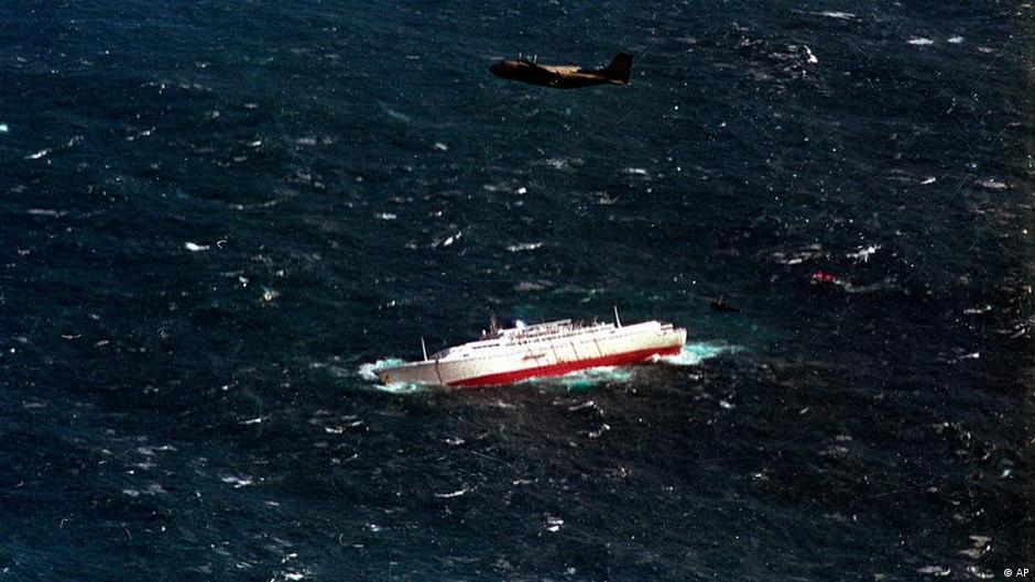 When Is A Captain Allowed To Abandon Ship News DW - Sinking cruise ship oceanos