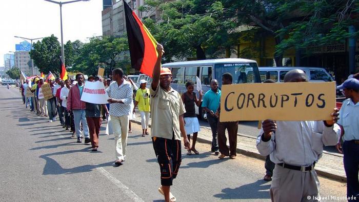 Mosambik Friedliche Demonstration (Ismael Miquidade)