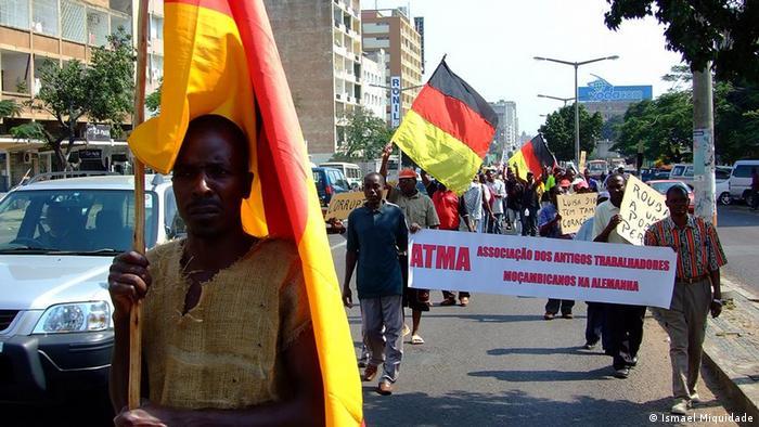 Manifestação de madgermanes em Maputo (2008)
