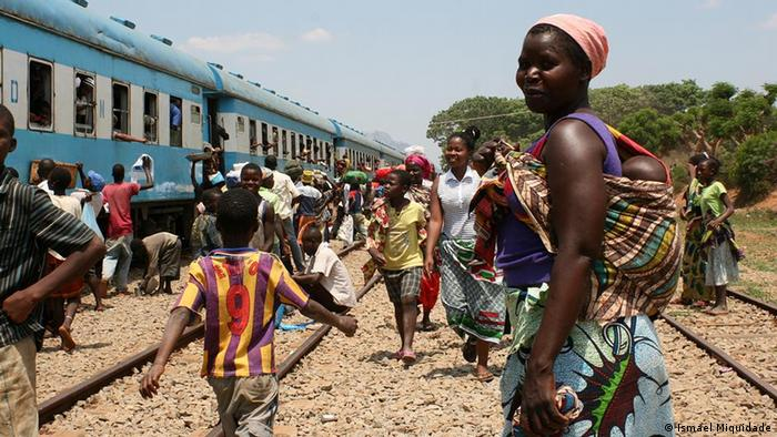 Mosambik Lifestyle Straßenverkäufer informeller Markt (Ismael Miquidade)