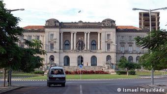 Municipality of Maputo City and Independence Square. Platz der Unabhängigkeit und Rathaus der Stadt Maputo. Foto: Ismael Miquidade, 25-03-2006, Maputo, Mozambique / Mosambik