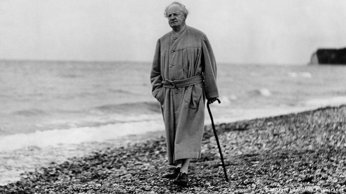 Герхарт Гауптман во время прогулки по острову