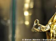 На фото: рука, держащая кольцо. деталь статуя Святой Агнессы, 1525 год
