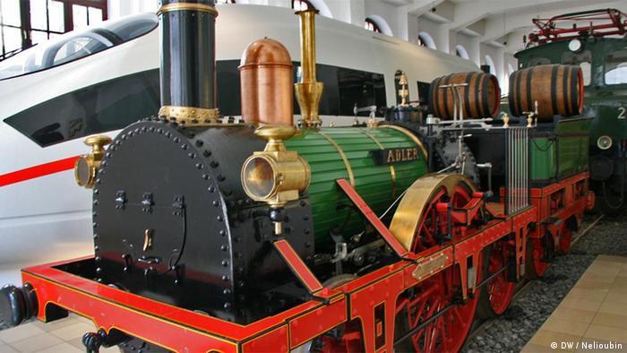 Паровой локомотив ''Adler'' и современный поезд ICE