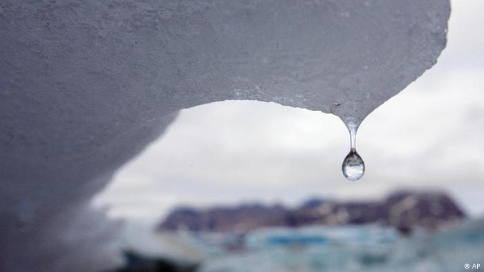Klimawandel Anstieg der Meeresspiegel Schmelzender Eisberg