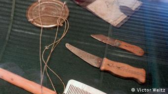 Личные вещи: ножи, расческа, самодельные весы