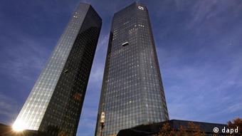 Deutschland Wirtschaft Symbolbild Bankenviertel in Frankfurt Deutsche Bank Türme