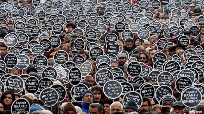 Hrant Dink'in öldürülmesinin ardından binlerce kişi sokaklara dökülmüştü