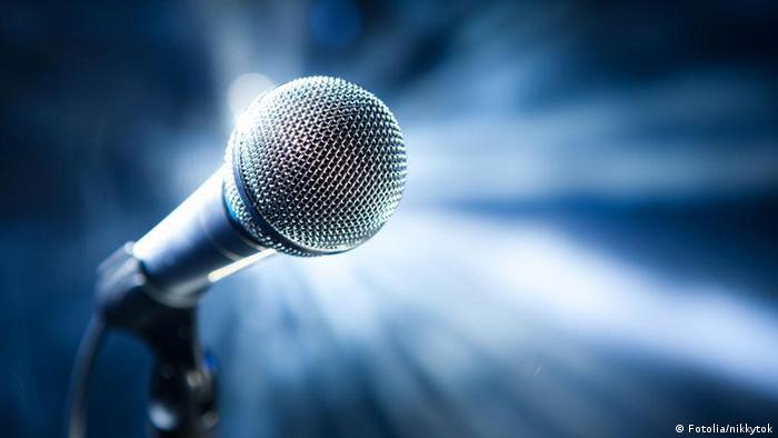 Mikrophon Mikrofon Symbolbild Pop Musik Bühne Sänger Band