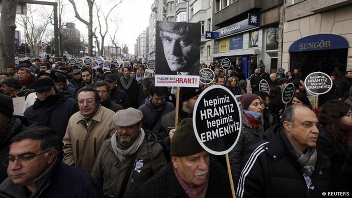 Istanbul - Schweigemarsch Gedenken Journalisten Hrant Dink (REUTERS)