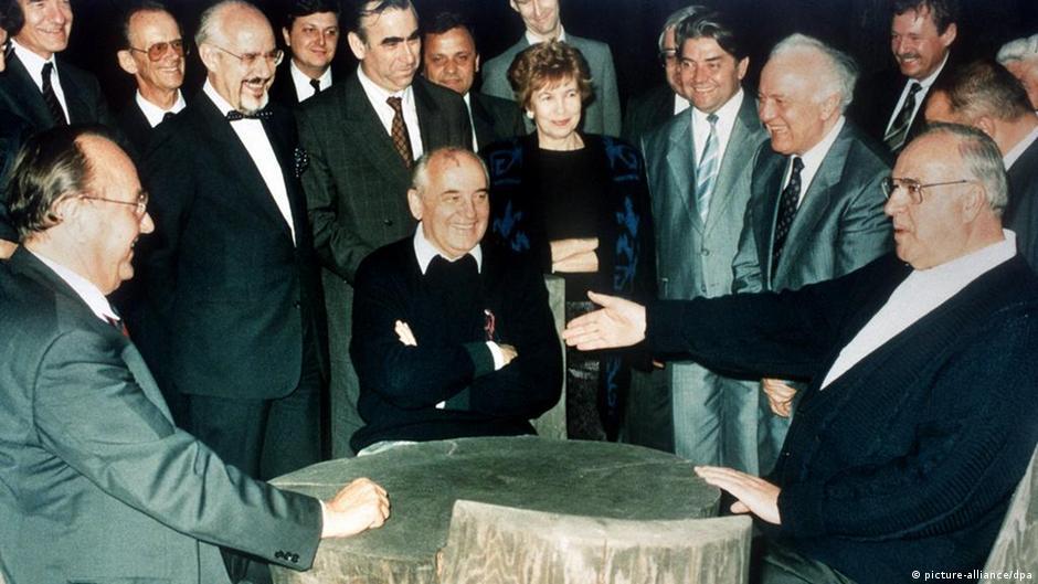 Helmut Kohl und Michail Gorbatschow Kaukasus 1990