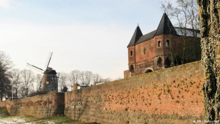 Городская стена и замок