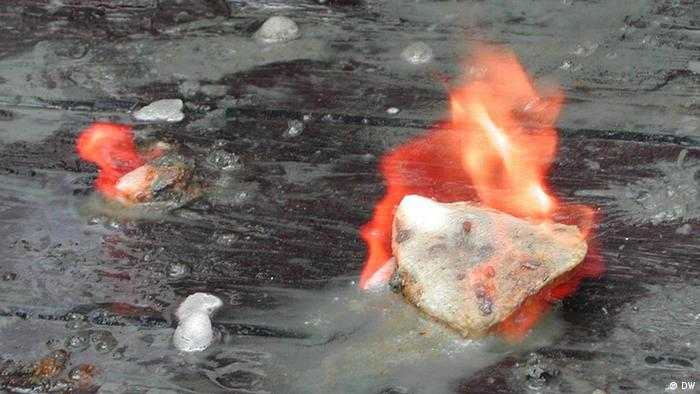 brennende Methanhydratbrocken (DW)