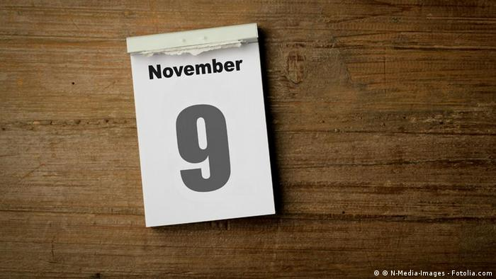 November 9 page a day calendar on a desk Photo: © N-Media-Images - Fotolia.com