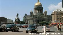 Blick auf die Isaakskathedrale auf dem Isaak-Platz in St. Petersburg