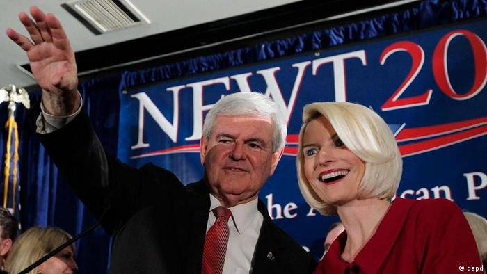 Republican presidential candidate and former House Speaker Newt Gingrich waves to the crowd with his wife Callista during a South Carolina Republican presidential primary night rally, Saturday, Jan. 21, 2012, in Columbia, S.C. Newt Gingrich won the South Carolina primary. (Foto:Matt Rourke/AP/dapd)