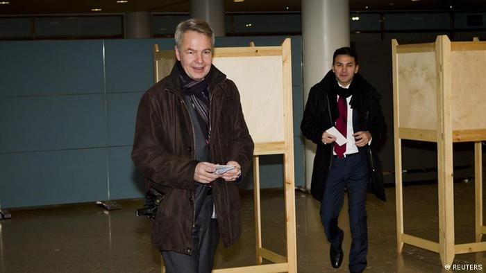 Green League presidential candidate Pekka Haavisto votes in 2012 election