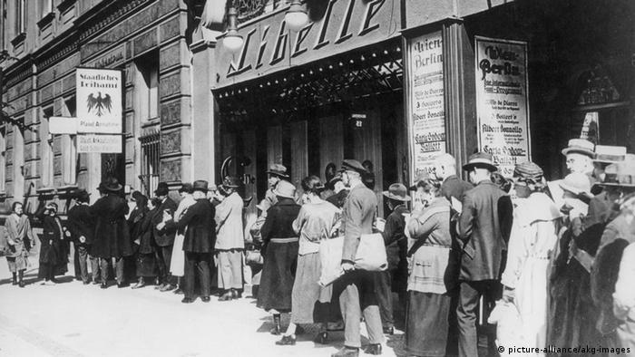 Cozi la Berlin în timpul crizei economice mondiale din anii 30