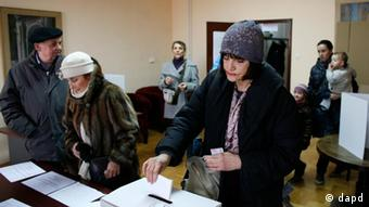 Croatian voters cast their ballots at the polling station in Zagreb, Croatia, Sunday, Jan. 22, 2012. Croatians vote Sunday in a nationwide referendum on whether to join the European Union, a test of how much the debt-stricken 27-nation bloc has lost its appeal among potential new members. (AP Photo/Filip Horvat)