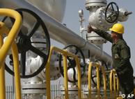 مقامات ایرانی معتقدند که تحریم نفت ایران در وهلهی نخست به ضرر اتحادیه اروپا خواهد بود.