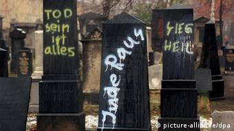 Antisemitismus in Deutschland Symbolbild Grabsteine (picture-alliance/dpa)