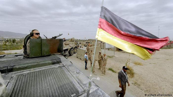 A German tank secures a convoy near Maza-e-Sharif Photo: Maurizio Gambarini dpa