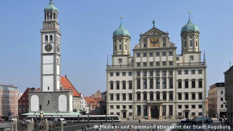 Das Rathaus mit dem Perlachturm in Augsburg