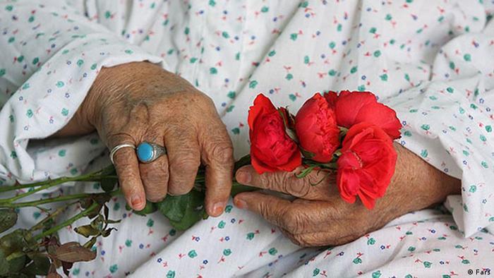 سرپرست دانشگاه علوم پزشکی مازندران با نظر به پیشبینیهای متکی بر سرشماری سال ۱۳۹۵ میگوید، در سال ۲۰۵۰، درصد جمعیت سالمند ایران از میانگین جهان و آسیا بیشتر میشود و از هر سه نفر یک نفر سالمند خواهد بود. عباس موسوی ابراز امیدواری کرده که کیفیت زندگی سالمندان با ارتقای زیرساختها و خدمات به شکل مطلوب توسعه یابد و ایجاد نظام ارجاع و پرونده الکترونیک سلامت مورد توجه قرار گیرد.