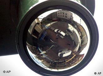 Não só câmeras de vigilância, mas agentes infiltrados em mesquitas