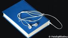 hörbuch; hörbücher; buch; bücher; hörspiel; hörspiele; hören; mp3; elektronisch; audiobooks; kopfhörer; lesen; vorlesen; literatur; hörer; seiten; sammeln; freizeit; cd; kassette; hörfunk; blau
