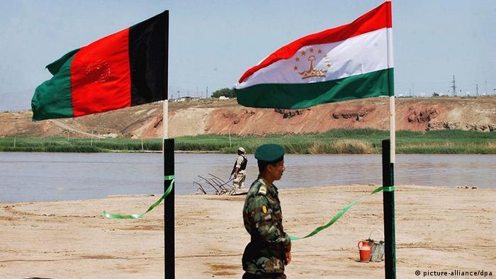 Grenze zwischen Afghanistan und Tadschikistan Flagge