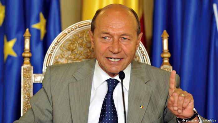 Romanian President Traian Basescu gesturing while speaking during a press conference held at Cotroceni Palace, in Bucharest, Romania, 20 July 2010.