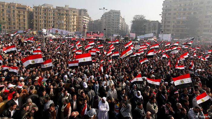 Demonstrators take part in a protest marking the first anniversary of Egypt's uprising at Tahrir square in Cairo January 25, 2012. REUTERS/Mohamed Abd El-Ghany (EGYPT - Tags: POLITICS CIVIL UNREST)