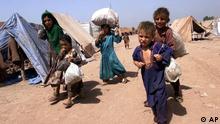 حدود 1.7 میلیون مهاجر افغان در حال حاضر در پاکستان زندگی می کنند.