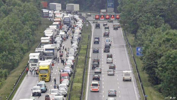 Clogged autobahn near Munich, Germany (ddp images/AP Photo/Matthias Schrader)