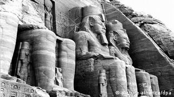 Ägypten Archäologie Eingang des Ramses-Tempels von Abu Simbel