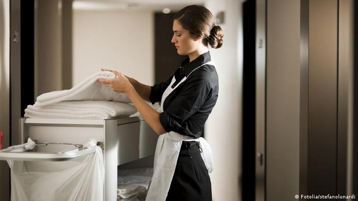 Zimmermädchen bei der Arbeit (Fotolia/stefanolunardi)