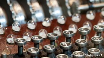 Blick auf die deutsche Codiermaschine Enigma (Foto: Jochen Viehoff / HNF)