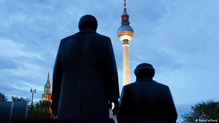 Памятник Карлу Марксу и Фридриху Энгельсу в Берлине