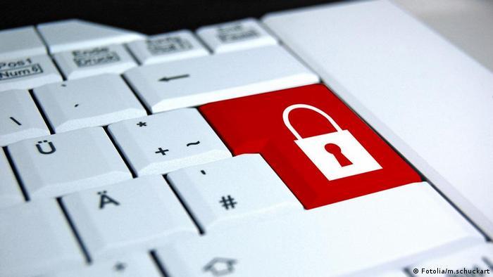 Клавиатура с символом блокировка в виде закрытого замка