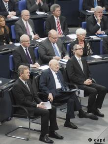 Reich-Ranicki zwischen Bundespraesident Christian Wulff und dem Präsidenten des Bundesverfassungsgerichts, Andreas Vosskuhle (Foto:dapd)