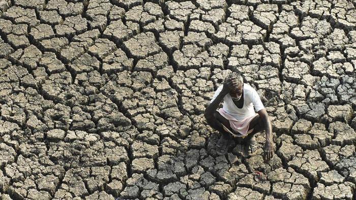 Indien Dürre Trockenheit Hyderabad Bauer