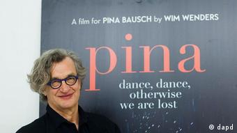 Wim Wenders, director of the movie 'Pina' poses after an interview with the AP (Foto:Markus Schreiber/AP/dapd)