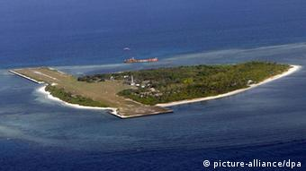 An airstrip is built on the islet of 'Pag-asa', one of Spratlys' group of islands in the South China Sea, where Filipino soldiers are guarding but five other countries are laying claim on, 02 May 2008. EPA/FRANCIS R. MALASIG +++(c) dpa - Report+++