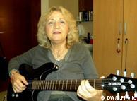 Jadranka Stojaković s gitarom
