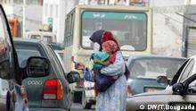 Bettelnde Frau in den Straßen von Algiers