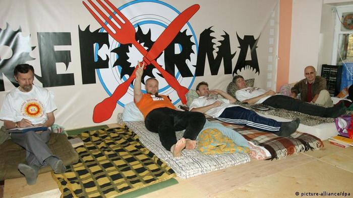 Акция протеста сторонников сохранения русских школ в Латвии (фото из архива)