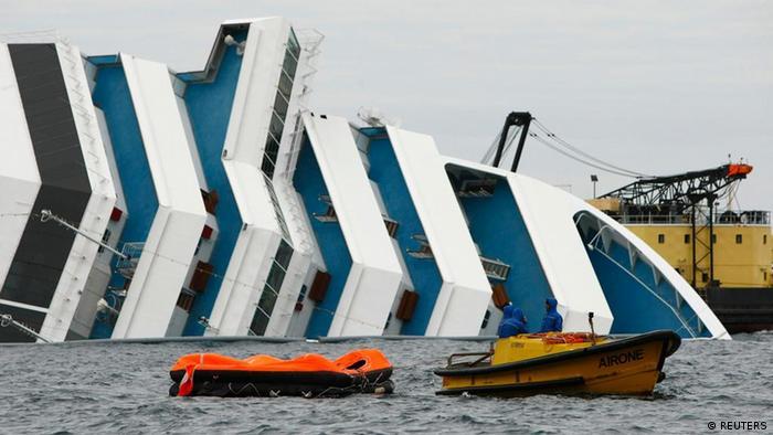 Die Costa Concordia am 27. Januar vor der Insel Giglio (Foto: REUTERS/Darrin Zammit Lupi)